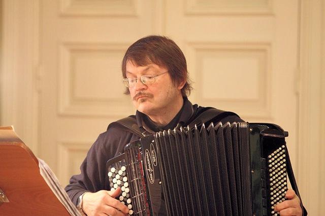 Harmonikkataiteilija Matti Rantanen.